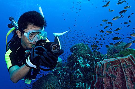 Nikon-1-AW1-camera-underwater