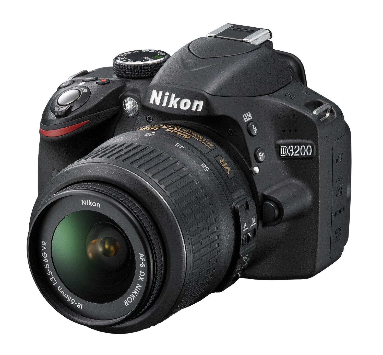 Nikon D3200 w 18-55mm VR lens