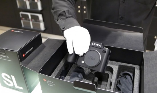 Leica-SL-camera-unboxing